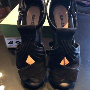 f5dda8862691 Earth Shoes - Earth Suede Peep-Toe Wedge Sandals - Curvet